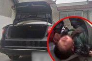 Tin tức - Giấu chồng sinh con, bé gái bị mẹ nuôi suốt 2 năm trong cốp xe hơi