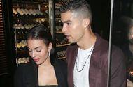 Ronaldo khoe nhẫn đính hôn kim cương, sắp cưới Georgina Rodriguez bất chấp scandal