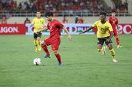 """Việt Nam - Malaysia 1- 0 (H1): Sân Mỹ Đình """"nổ tung"""", người hâm mộ vỡ òa hạnh phúc"""