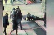 Tin tức - Video: Đang cầu hôn bạn gái, chàng trai đánh rơi nhẫn kim cương xuống cống