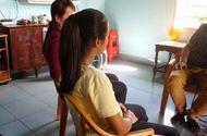 """Tin tức - Bé gái 11 tuổi mang thai hơn 7 tháng """"tố"""" bị hàng xóm nhiều lần hiếp dâm"""