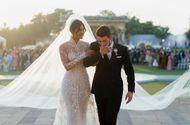 """Tin tức - Video: Tà váy cưới khổng lồ trong """"đám cưới thế kỷ"""" của Hoa hậu thế giới Priyanka"""