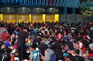 Hàng nghìn CĐV Malaysia xếp hàng hơn 10 tiếng đồng hồ để săn vé chung kết AFF Cup