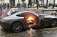 Tin thế giới - Người biểu tình Pháp phá hủy hàng loạt xe sang ở thủ đô Paris