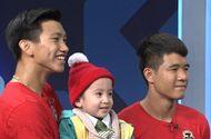 Tin tức - Status xúc động nhất sau khi Việt Nam vô địch của Quang Hải, Văn Hậu gửi tới cậu bé 4 tuổi bị ung thư