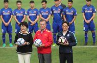 Tin tức - Tổng thống Hàn Quốc chúc mừng đội tuyển bóng đá VN và HLV Park bằng tiếng Việt