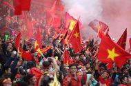 Tin tức - Báo chí, dân mạng Trung Quốc: Nhìn CĐV Việt Nam đi bão lại... tủi cho đội nhà