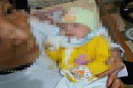 Tin tức - Bé gái 2 tháng tuổi xinh xắn bị mẹ bỏ rơi ven đường cùng lá thư