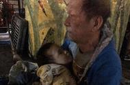 Tin tức - Bất ngờ với sự thật chuyện ông ngoại bế cháu 3 tuổi đi lang thang giữa trời rét Hà Nội