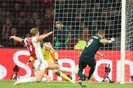Tin tức - VAR lần đầu được sử dụng, Real rộng cửa vào tứ kết Champions League
