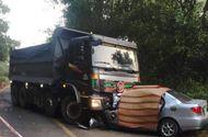 Tin tức - Tin tai nạn giao thông mới nhất ngày 18/2/2019: Ô tô 4 chỗ đấu đầu dính chặt vào xe ben, 2 người chết