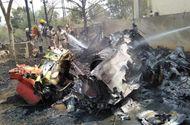 Tin tức - Hai máy bay phản lực đâm nhau khi trình diễn trên không, phi công tử nạn