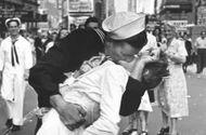 """Tin thế giới - Người thuỷ thủ trong bức ảnh kinh điển """"Nụ hôn ở quảng trường Thời đại"""" qua đời"""