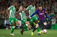 Messi lập hat-trick giúp Barca tới gần hơn với chức vô địch La Liga