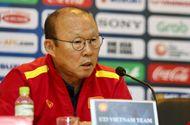 Bóng đá - HLV Park Hang-seo khó chịu với câu hỏi về phong độ Quang Hải, chỉ ra vấn đề của U23 Việt Nam
