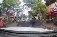 Tin trong nước - Hà Nội: Đi ngược chiều bị nhắc nhở, tài xế Camry hùng hổ xuống xe gây sự nhận cái kết bất ngờ