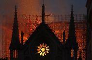 Tin thế giới - Nhà tiên tri lừng danh Nostradamus từng dự đoán thảm họa cháy Nhà thờ Đức Bà Paris?