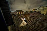 Đời sống - Cặp đôi gây bức xúc vì chụp ảnh cưới trên mái nhà cổ ở Hội An