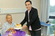 Tư vấn - MC Quyền Linh thăm bệnh nhân Việt Nam đang chữa bệnh tại Bệnh viện ST. Stamford Quảng Châu