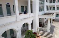 Pháp luật - Vụ người đàn ông nhảy lầu tự tử tại trụ sở công an: Công an huyện lên tiếng