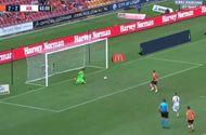 Bóng đá - Pha đá penalty kỳ quặc khiến cộng đồng mạng dậy sóng