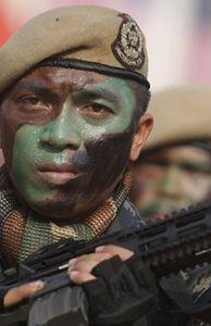 """Thế giới - Xem Quân đội Malaysia """"khoe cơ bắp"""" trong duyệt binh"""