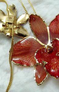 """Đời sống - """"Sốt xình xịch"""" hoa tươi mạ vàng tiền triệu làm quà tặng 20/10"""