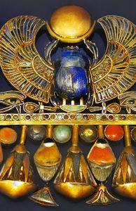 - Những kho báu của Pharaoh Tutankhamun