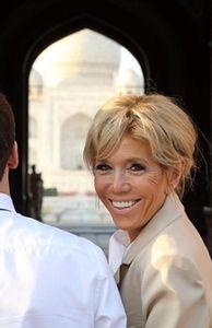 - Vợ chồng Tổng thống Pháp Macron tình cảm tại Ấn Độ