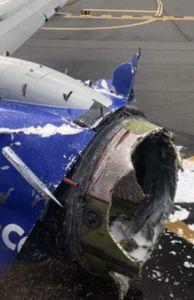 - Hiện trường tan hoang vụ nổ động cơ máy bay hàng không của Mỹ