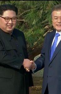 - Cận cảnh hai nhà lãnh đạo Hàn – Triều cùng nhau trồng cây kỉ niệm