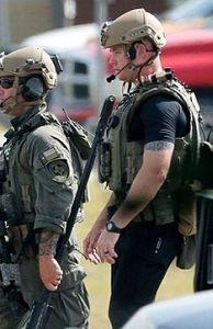 - Hiện trường hỗn loạn vụ nam sinh Mỹ xả súng khiến 10 người thiệt mạng