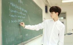 """- Cận cảnh """"nhan sắc"""" của thầy giáo dạy Toán điển trai hút gần một triệu fan trên mạng"""