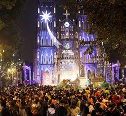 - Người dân cả nước háo hức ra đường đón Giáng sinh