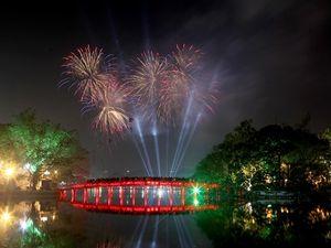 Đêm giao thừa, Hà Nội trình chiếu pháo hoa trên màn hình LED