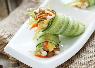 Món ngon bữa tối: Dưa chuột cuộn rau củ tránh ngán cho bữa cơm hè