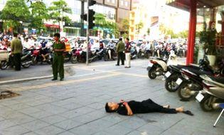 An ninh - Hình sự - Kẻ đâm chết người giữa phố Hà Nội đã gọi điện hẹn nạn nhân