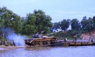 Chủ quyền - Quân đoàn 1 thực hành vượt sông sát thực tế chiến đấu