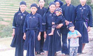 Miền Bắc - Tục nhận cha mẹ nuôi của người La Chí