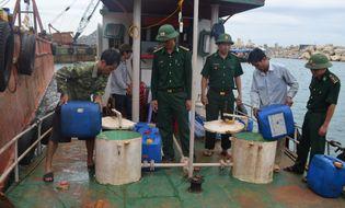 Tài nguyên - Bắt vụ mua bán, vận chuyển 3.000 lít dầu trái phép trên biển
