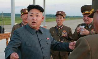"""Thế giới 24h - Người giữ tiền cho Kim Jong Un """"cuỗm tiền"""" bỏ trốn"""