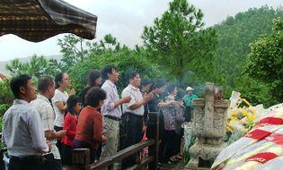 Miền Trung - Tết độc lập, hàng vạn người đội mưa viếng mộ Đại tướng
