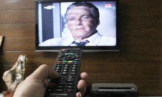 Sản phẩm số - Trời mưa, không nên bật tivi?