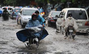 Sự kiện hàng ngày - Tin bão số 3: Sáng mai 17/9, Hà Nội sẽ có mưa lớn gây ngập úng