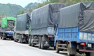 Nóng trong tuần - Cảnh sát gây tắc đường để chặn bắt đoàn xe quá tải