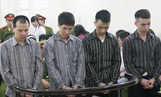 Hồ sơ vụ án - Xét xử 4 công an xã đánh chết người: Thay nhau tra tấn nạn nhân