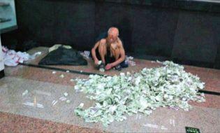 Chuyện lạ - Trung Quốc: Ông lão ăn xin kiếm hàng nghìn USD mỗi tháng