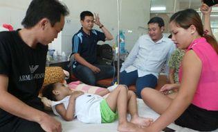 Xã hội - Bé Kim Ngân nhận ân nhân cứu mạng làm cha mẹ nuôi