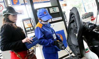 Thị trường - Giá dầu đồng loạt giảm, giá xăng giữ nguyên