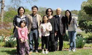 Gia đình - Phương pháp dạy con pha trộn hai nền văn hóa của GS Ngô Bảo Châu